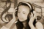 Kobieta w słuchawkach