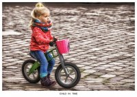 dziewczynka na rowerku